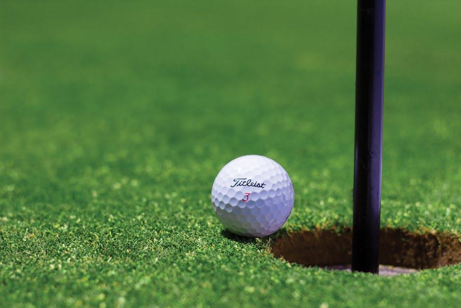 9 Best Golf Balls For Seniors in 2021